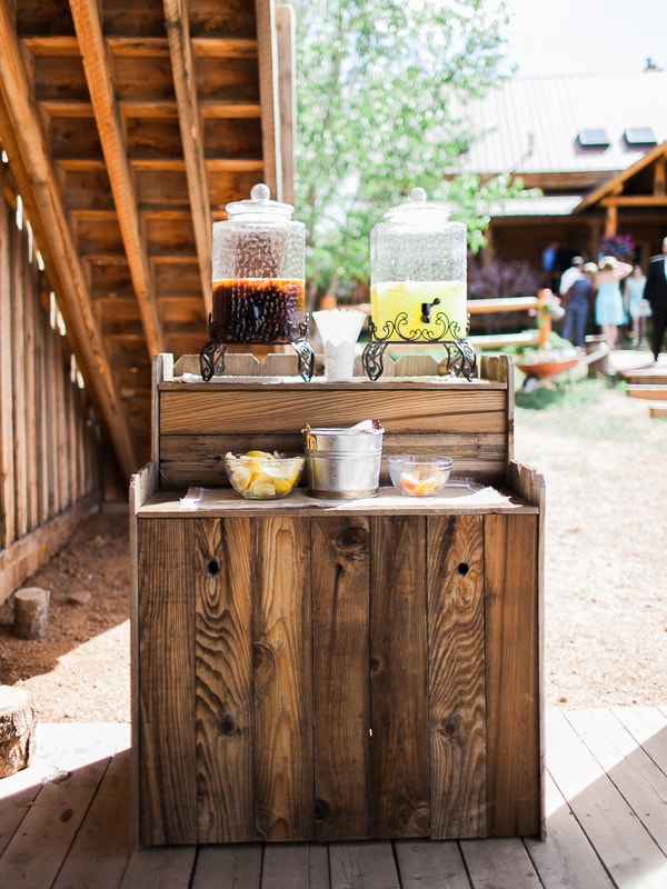 Iced tea and lemonade bar at an outdoor rustic wedding in Woodland Park, Colorado. Photo by Rachel Havel